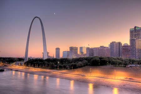 riverfront: Saint Louis arch