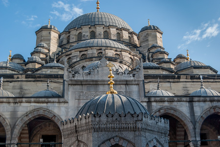 eminonu: The Yeni Cami, meaning New Mosque; originally named the Valide Sultan Mosque and later New Valide Sultan Mosque after partial reconstruction and completion ITS Between 1660 and 1665 Eminonu district Stock Photo