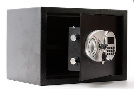 teclado numérico: caja fuerte de metal negro abierto con sistema de bloqueo del teclado numérico en el fondo blanco