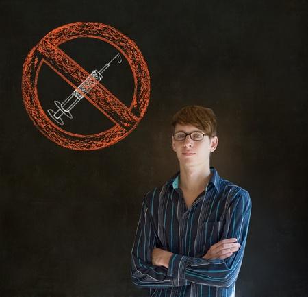 drogadiccion: No drogas adicto hombre de negocios, estudiante o profesor en el fondo pizarra