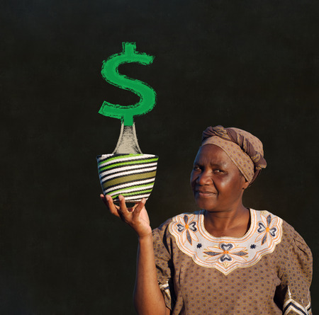 South African Zulu woman basket sales woman blackboard money tree Standard-Bild