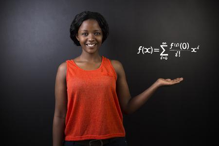 matematica: Aprender Matem�ticas o Matem�ticas sudafricano o africano profesora americana o estudiante tiza fondo de la pizarra