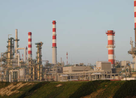 Industry of fossil fuels - oil refinery - sunsets - pollution - environment Zdjęcie Seryjne