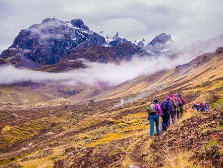 ペルーのアンデス山脈のハイカー 写真素材
