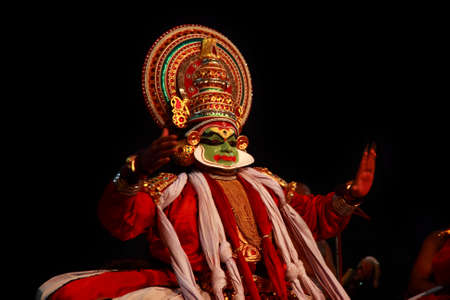THIRUVALLA, INDIA - NOV 05,2010- Kathakali artist performing in the stage for a temple festival  in Thiruvalla, Kerala, India. Kathakali is the traditional classical dance form of Kerala. 新聞圖片