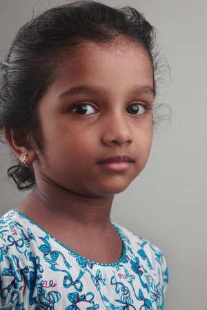 niños pobres: Retrato de una niña india