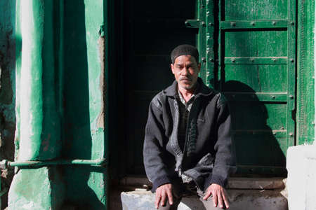 sufi: AJMER, INDIA - FEB 04,2015-Unidentified pilgrim sits outside sufi shrine Dargah Sherif  in Ajmer, Rajasthan, India.The Dargah is the shrine of most revered sufi saint Moinuddin Chishti. Editorial