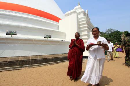 vihara: COLOMBO, SRI LANKA - DEC 11,2013- Unidentified Buddhist devotees come do prayers at the Kelaniya Raja Maha Vihara  in Colombo, Sri Lanka.