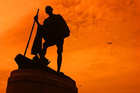 lideres: Estatua de Mahatma Ghandi