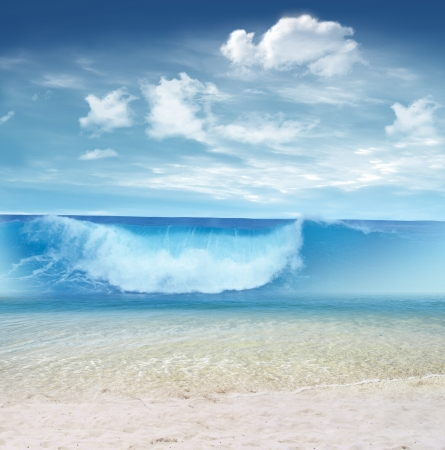 Big wave on the tropical beach Imagens