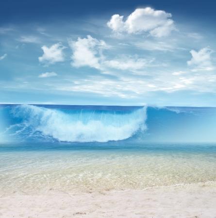 granola: Gran ola en la playa tropical Foto de archivo