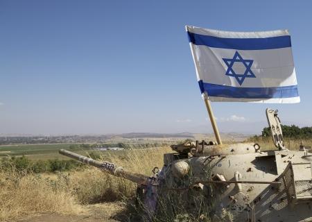 골란, 이스라엘에 이스라엘의 국기와 1967 전쟁 동안 사용하는 오래 된 탱크