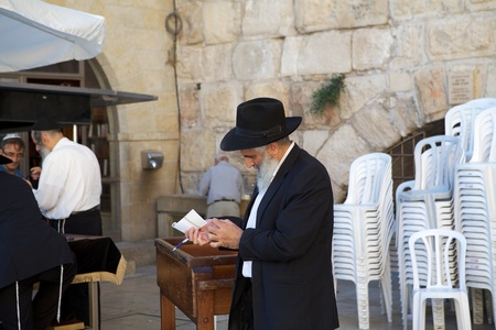 jewish town: Jewish orthodox man are going to the Western Wall in Jerusalem old town, Jerusalem, Israel