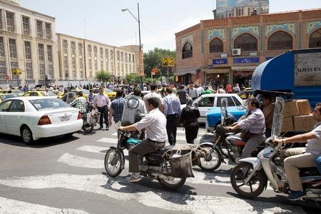 테헤란,이란의 거리를 따라 교통 체증. 수도에서 도로에 300 만 대가 넘는 차량이 있습니다.