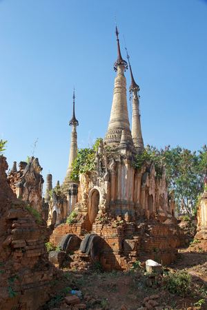 Mention: Ancient pagoda ruins at the Shwe Inn Dain Pagoda complex, Indein village, Inle Lake, Myanmar. Shwe Inn Dain and its 1054 pagodas history is shrouded in mystery: Myanmar historical records make no mention of its construction. One theory puts its beginnings Stock Photo