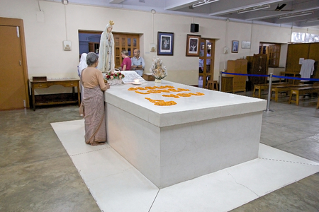 missionary: Pilgrims at the Mother Teresa tomb at the Missionaries of Charitys Mother house, headquarters, Kolkata, West Bengal, India. Mother Teresa (26 August 1910-5 september 1997) was a Roman Catholic religious sister and missionary. She received the Nobel Peace