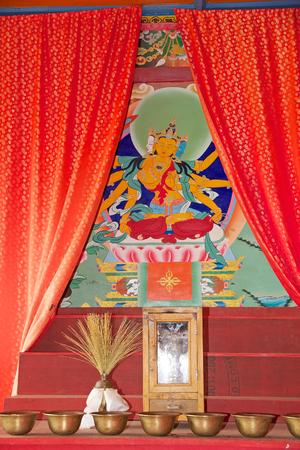 octogonal: Ofrendas en el Labrang Gompa, Sikkim, India. Es un gompa forma octogonal en el camino hacia Gagtok. El gompa es una fortificación eclesiástica budista.
