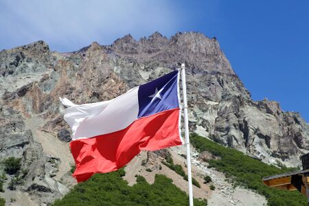 bandera chilena: Flag of Chile along the Carretera Austral, Chiel, with Andes in the background