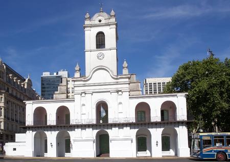 アルゼンチン、ブエノスアイレス・カビルド。マヨ広場にあり、植民地時代に行政評議会として使用されました。今日、建物は博物館として使用さ 報道画像