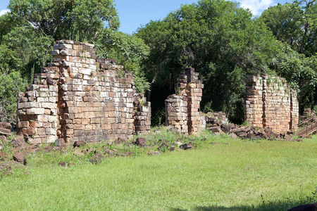 Ruins among the forest at the Reduction of Our Lady of Saint Ana, Argentina. Jesuit reduction was a type of settlement for indigenous people in South America established by the Jesuit Order from the 16th and 18th centuries. Imagens