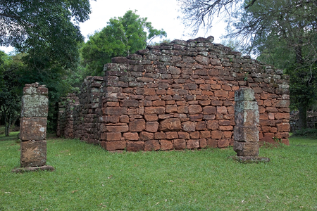 San Iniacio Mission, Argentina. San Iniacio Mission was founded in 1632 in Argentina by Jesuits. It is located near San Iniacio valley, 60 km from Posadas, Misiones Province, Argentina Imagens