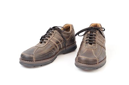 Paire de chaussures bruns isolés sur fond blanc