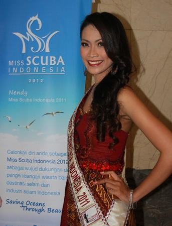 Jakarta, Indonesia, March 29 - Miss Tourism of Indonesia 2011, Melisa Putri Latar, at the opening Deep and Extreme Indonesia 2012, Indonesia's 6th international diving, adventure travel and water sports exhibition. Stock Photo - 12904062