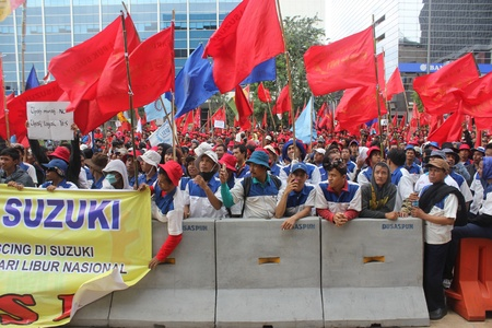 suzuki: Jakarta, 1 May 2012 - Workers of Suzuki take a part in Labor Day rally in capital demanding better pay and end outsourcing. Editorial