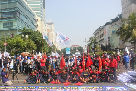 Jakarta, Indonesia, July 12, 2012. Thousands of workers rally to call for end to outsourcing Stock Photo - 14419423