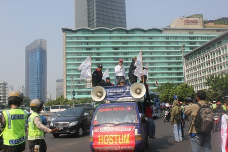 hotel indonesia: Jakarta, Indonesia, July 12, 2012. Thousands of workers marched in Jakarta to protest against low wages Editorial