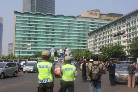 hotel indonesia: Jakarta, Indonesia, July 12, 2012. Police are setting up the traffic flow around the Hotel Indonesia roundabout