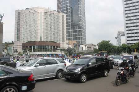 hotel indonesia: Jakarta, Indonesia, 22 November 2012, heavy traffic in downtown Jakarta.