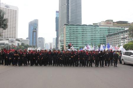 minimum wage: Yakarta, 6 de febrero de 2013, miles de trabajadores realizaron una manifestaci?ara protestar contra el aumento del salario m?mo retraso en Yakarta Editorial