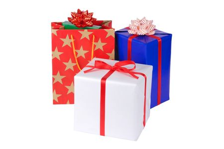 three gift boxes: Tres cajas de regalo aisladas sobre fondo blanco