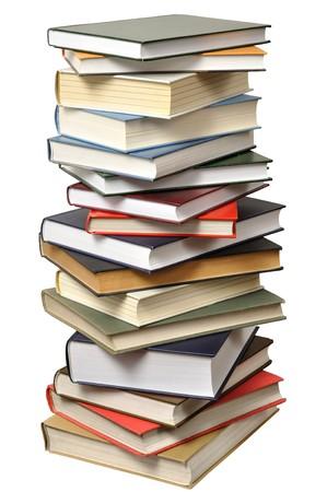 libros: La pila de libros altas aislado sobre fondo blanco