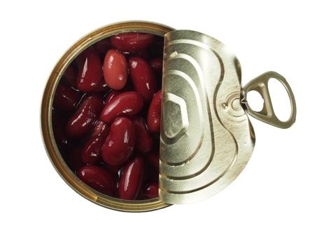frijoles: Abrir la lata con frijol rojo aislado en blanco
