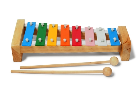 xilofono: Xilófono del arco iris en el fondo blanco