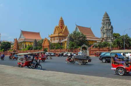 phnom penh: PHNOM PENH, CAMBODIA - MARCH 17, 2015 : Wat Ounalom in Phnom Penh, headquarter of Cambodian Buddhism