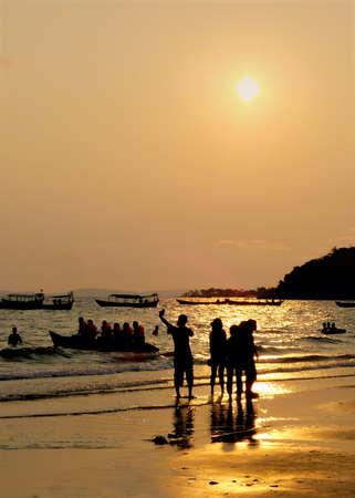 siluet: Sihanoukville beach at Sunset, Cambodia