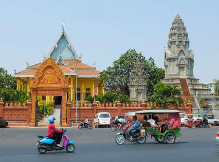 penh: PHNOM PENH, CAMBODIA - MARCH 17, 2015 : Wat Ounalom in Phnom Penh, headquarter of Cambodian Buddhism