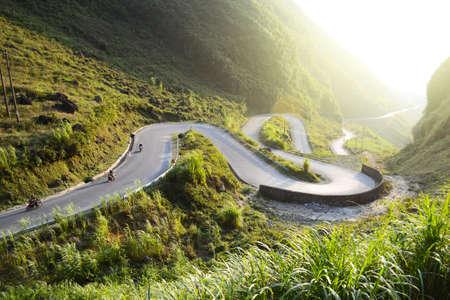 Amazing mountain pass road called Nine Ramps or Doc Chin Khoanh in Vietnamese near Dong Van Karst geological park, Vietnam Imagens