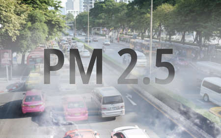 Smog Road from PM 2.5 dust. Cityscape with bad air pollution. PM 2.5 concept Banco de Imagens