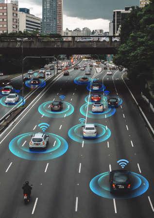 Intelligentes Auto, selbstfahrendes Fahrzeug mit Radarsignalsystem und drahtloser Kommunikation, autonomes Auto