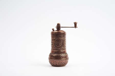 molinillo: Pimienta tradicional Trituradoras en ruedas Foto de archivo
