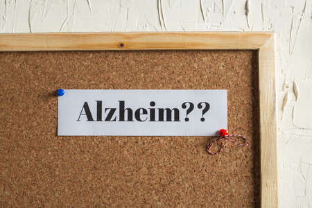 Alzheimer Text on Cork Board Archivio Fotografico - 94279446