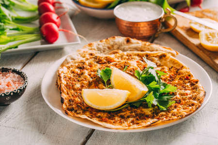 Turkish Traditional Pizza Lahmacun Imagens