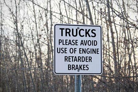 frenos: Trucks Avoid Retard Brakes Sign