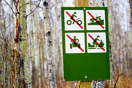 No recreational vehicles sign along a campsite road. Editoriali