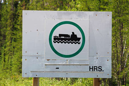 Signs indicating that the ferry is operational. Imagens