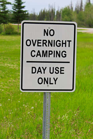 A no overnight camping, day use only sign.